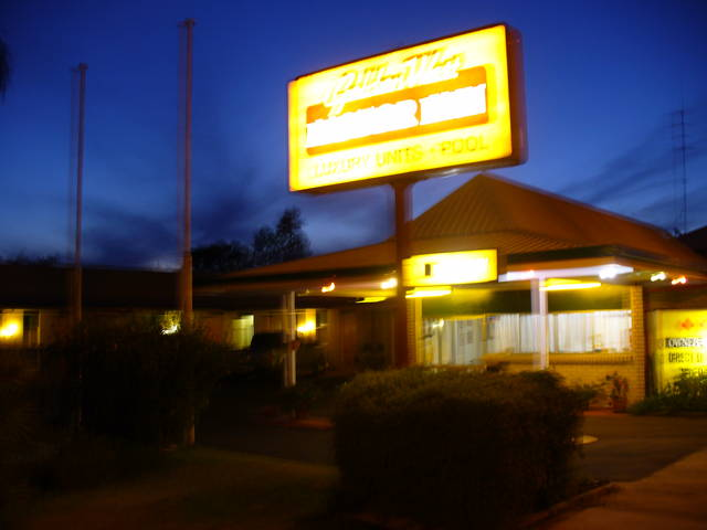 Golden West Motor Inn