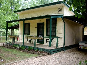 Pioneer Garden Cottages - Accommodation in Surfers Paradise