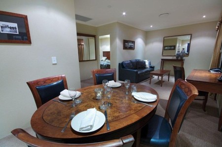 Quality Hotel Powerhouse - Accommodation in Surfers Paradise