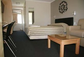 Queensgate Motel - Accommodation in Surfers Paradise