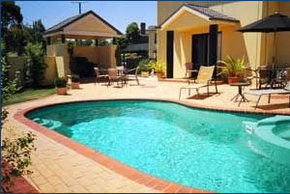 Hopkins House Motel  Apartments - Accommodation in Surfers Paradise