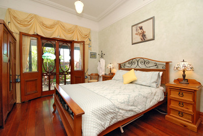 Above Bored Bed and Breakfast - Accommodation in Surfers Paradise