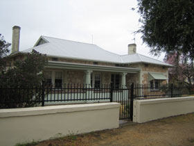 Naracoorte Cottages - MacDonnell House - Accommodation in Surfers Paradise
