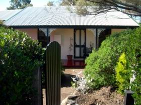Jasmine's Cottage - Accommodation in Surfers Paradise