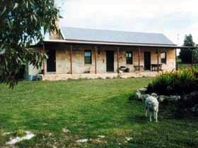 Mt Dutton Bay Woolshed Heritage Cottage - Accommodation in Surfers Paradise