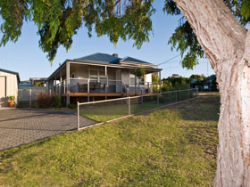Serenity Holiday House - Accommodation in Surfers Paradise