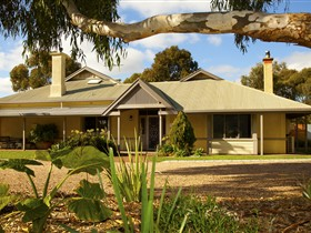 Whistler Farm - Accommodation in Surfers Paradise