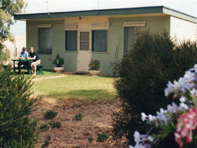Oaklands Fishing Cottage - Accommodation in Surfers Paradise