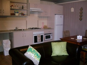 Little Para Cottage - Accommodation in Surfers Paradise