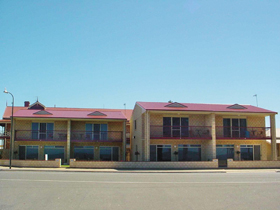 Tumby Bay Hotel Seafront Apartments - Accommodation in Surfers Paradise