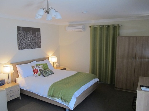 West Wing Guest House - Accommodation in Surfers Paradise
