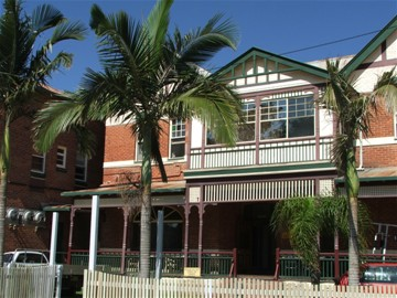 Maclean Hotel - Accommodation in Surfers Paradise