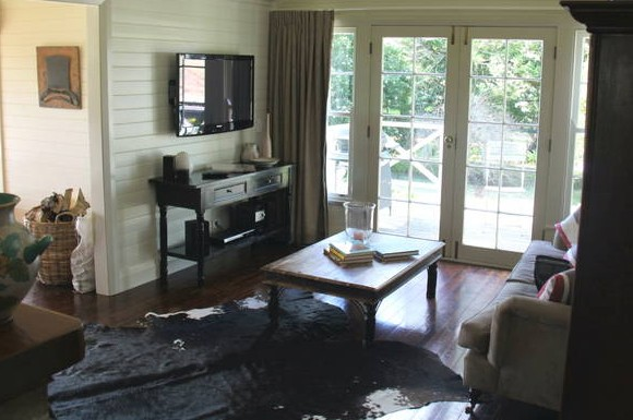 Book Barn Cottage - Accommodation in Surfers Paradise