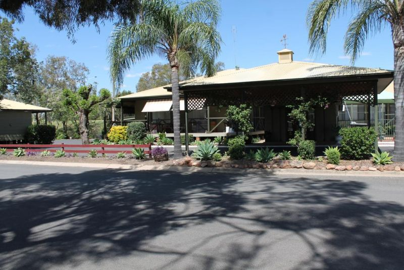 Lake Forbes Motel - Accommodation in Surfers Paradise