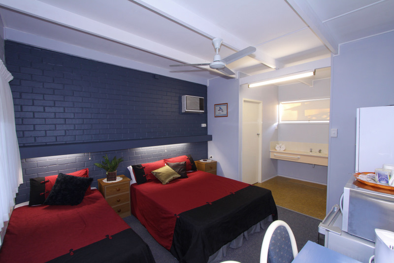 Moore Park Beach Motel - Accommodation in Surfers Paradise