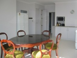 Olas Holiday House - Accommodation in Surfers Paradise