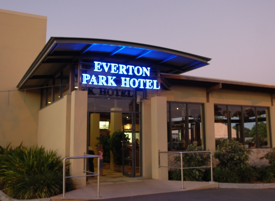 Everton Park Hotel - Accommodation in Surfers Paradise