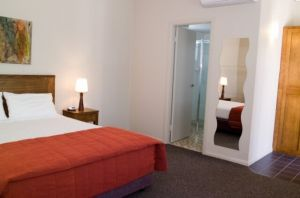 Coachmans Inn Warwick - Accommodation in Surfers Paradise