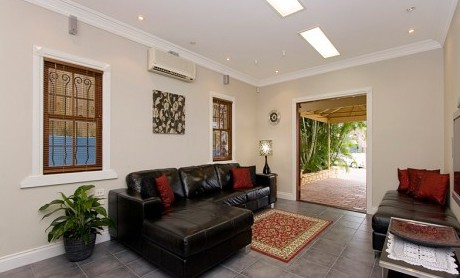 Swan Inn Bed and Breakfast - Accommodation in Surfers Paradise
