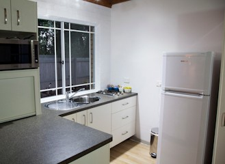 Homewood Cottages - Accommodation in Surfers Paradise
