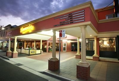 The Commodore Motor Inn - Accommodation in Surfers Paradise