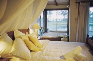 Lake Weyba Cottages - Accommodation in Surfers Paradise