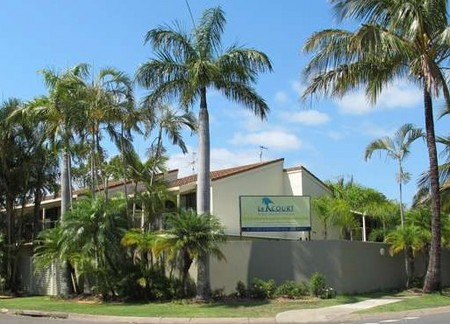 Le Court Villas - Accommodation in Surfers Paradise