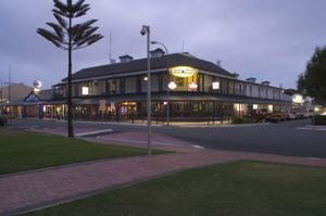 Grand Tasman Hotel - Accommodation in Surfers Paradise
