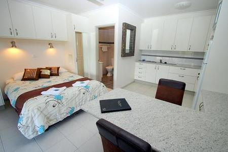 Coral Point Lodge - Accommodation in Surfers Paradise