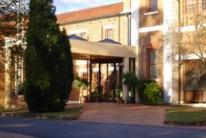 Monte Pio Motor Inn - Accommodation in Surfers Paradise