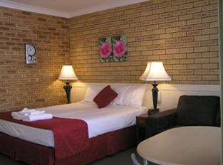 Blue Violet Motor Inn - Accommodation in Surfers Paradise