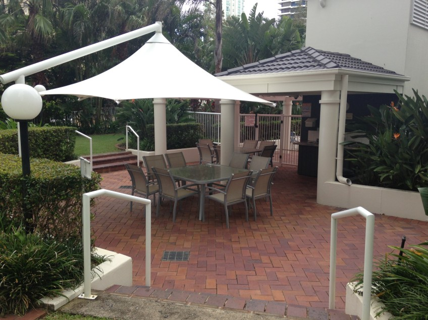 Crest Apartments - Accommodation in Surfers Paradise