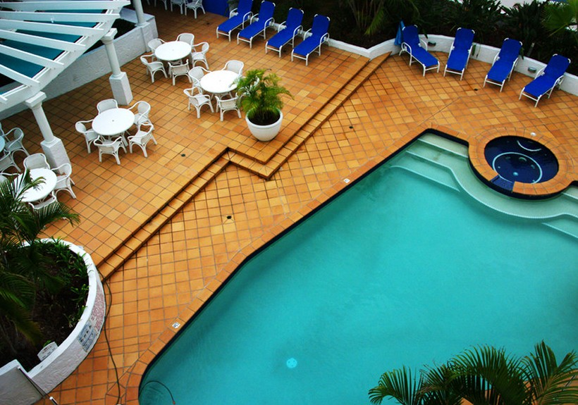 Santorini By The Sea - Accommodation in Surfers Paradise