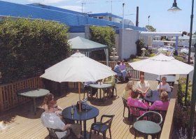 Top Of The Town Hotel - Accommodation in Surfers Paradise