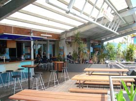Beachfront Hotel - Accommodation in Surfers Paradise