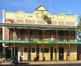 Royal Hotel Coonabarabran - Accommodation in Surfers Paradise
