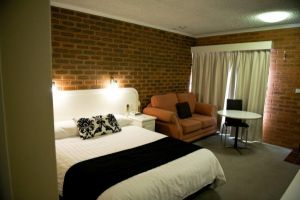 Cousins Motor Inn - Accommodation in Surfers Paradise