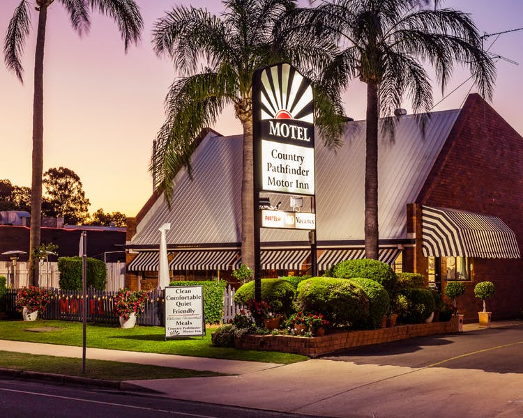 Country Pathfinder Motor Inn - Accommodation in Surfers Paradise