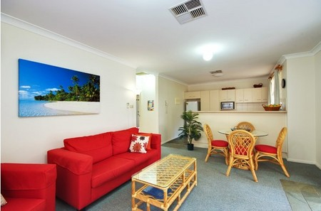 Beaches Serviced Apartments - Accommodation in Surfers Paradise