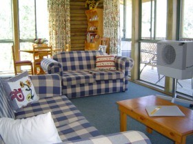 Myrtle Creek Cottages - Accommodation in Surfers Paradise