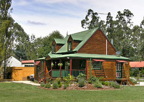Mystic Mountains Holiday Cottages - Accommodation in Surfers Paradise