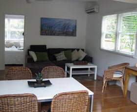 Seaside Cottage - Accommodation in Surfers Paradise