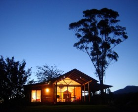 Promised Land Cottages - Accommodation in Surfers Paradise