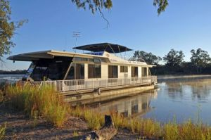 Houseboat Heaven - Accommodation in Surfers Paradise