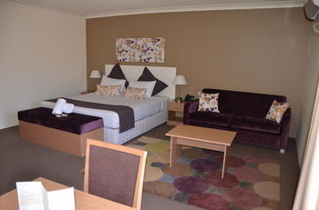 Country Comfort Hunts Liverpool - Accommodation in Surfers Paradise