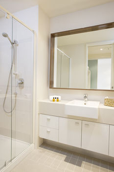 Melbourne Short Stay Apartments on Whiteman - Accommodation in Surfers Paradise