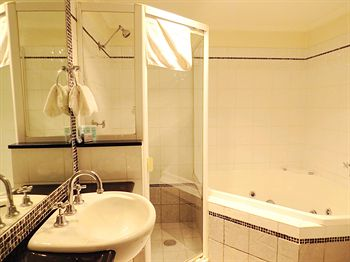 Waldorf Randwick Serviced Apartments - Accommodation in Surfers Paradise