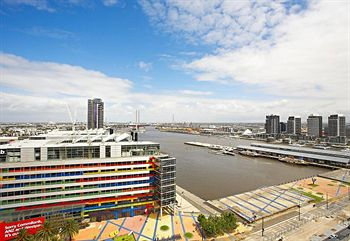 Astra Apartments - Docklands - Accommodation in Surfers Paradise