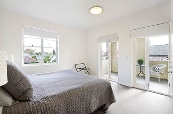 Albert Road Serviced Apartments - Accommodation in Surfers Paradise