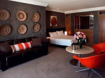 Hotel Ravesis - Accommodation in Surfers Paradise